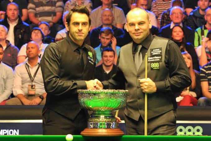 Ronnie O'Sullivan Stuart Bingham Champion of Champions Snooker Final Trophy 2013