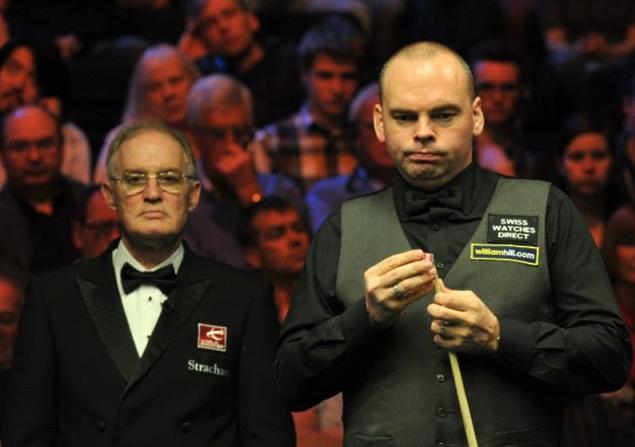 Leo Scullion Referee and Stuart Bingham UK Snooker Championship 2013