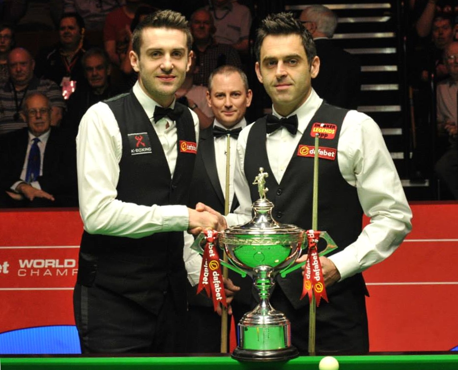 Mark Selby Ronnie O'Sullivan Brendan Moore Snooker World Final Trophy Handshake 2014